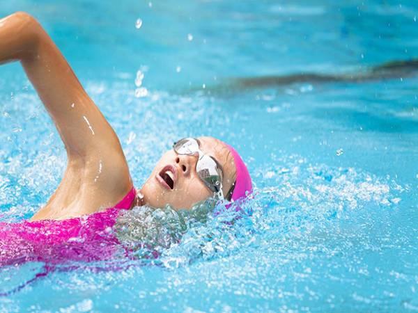 Mơ đi bơi là hung hay cát? Nên đánh đề con gì